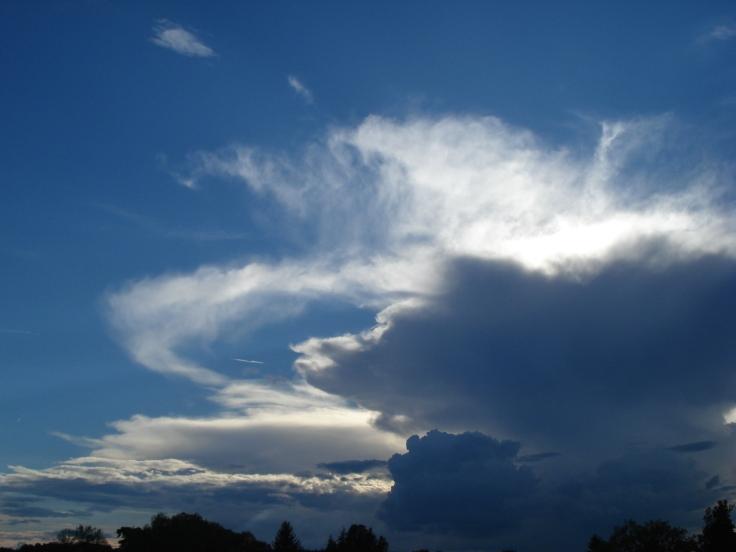 Eine Wolkenbeobachtung beim Reisen (Foto: schrittWeise)