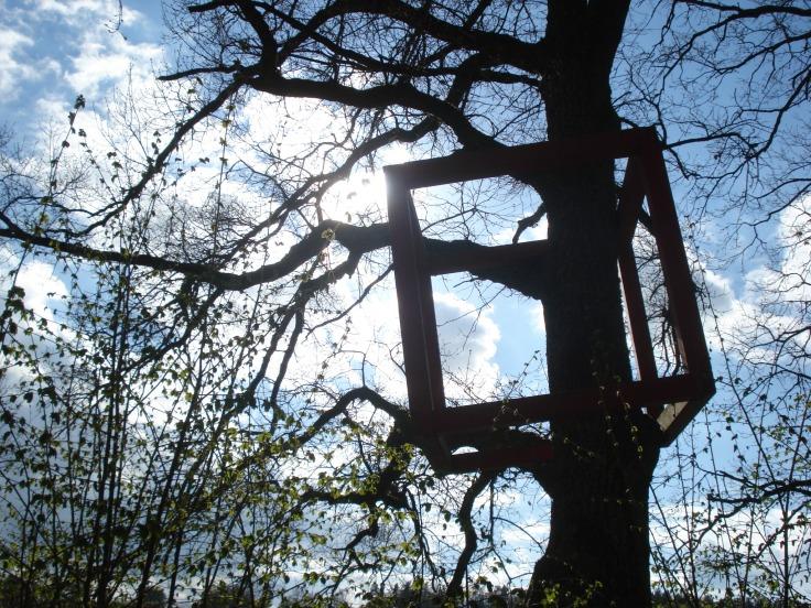 Markante Holzvierecke weisen den Weg