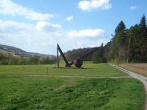 """Skulptur """"Kraft und Bewegung"""""""