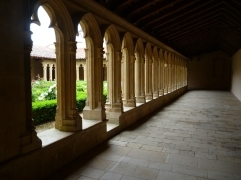 Kreuzgang in der Abtei Saint-Fortunat (Fotorechte: schrittWeise)