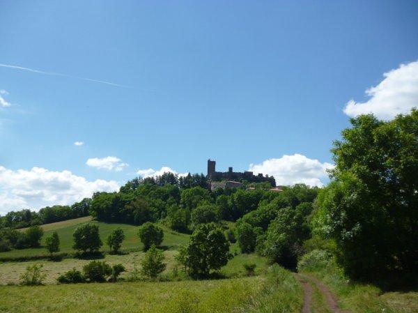 Aufstieg zum Dorf Polignac im Velay (Fotorechte: schrittWeise)