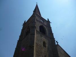 Kirche in Usson-en-Forez Der Weg teilt sich, Hinweis für Pilger (Fotorechte: schrittWeise)