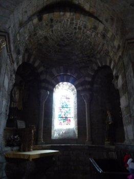 Säulen mit einem Glasfenster (Fotorechte: schrittWeise)