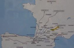 Karte der Jakobswege durch Frankreich, gelb markiert ist der Weg von Le Puy - Conques (Karte auf dem Weg fotografiert)