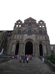 Pilger verlassen die Kathedrale (Fotorechte: schrittWeise)