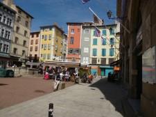 """Place de Plot, hier beginnt """"offiziell"""" die Via Podiensis (Fotorechte: schrittWeise)"""