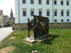 Heiliger Martin teilt seinen Mantel mit dem Armen (Fotorechte: Dario schrittWeise)